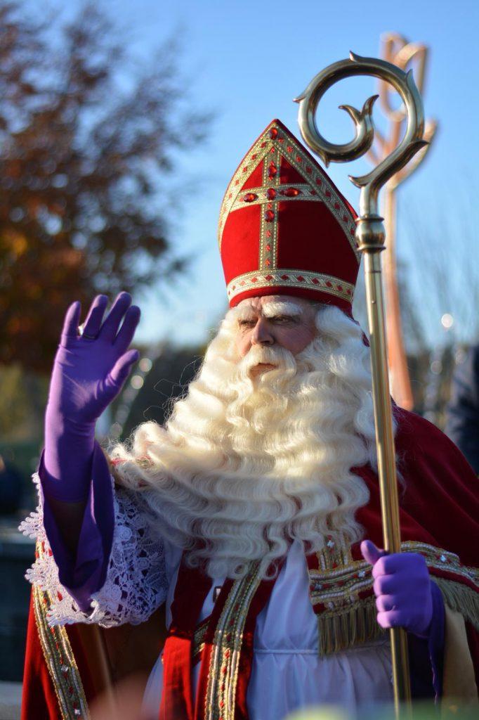 Deze afbeelding heeft een leeg alt-attribuut; de bestandsnaam is Sinterklaas-Euro-Parc-682x1024.jpg